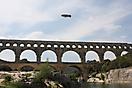 Vue du Pont du Gard avec un ballon dirigeable